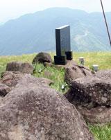 鉢伏山霊石の一部