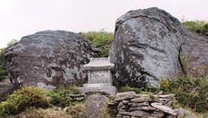 みろく岩と石の宮(鉢伏山頂)
